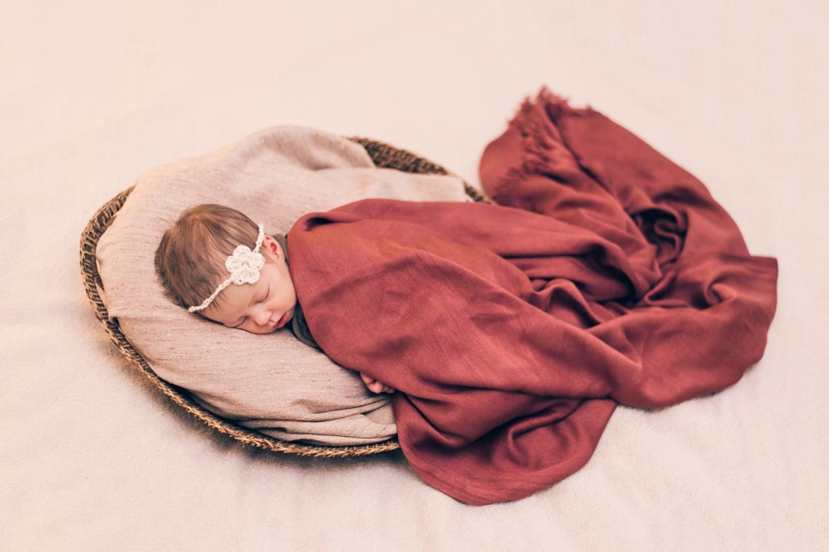 Bērnu Jaundzimušo Fotosesija Tikko Dzimis Fotogrāfs Ģimenes Dāvana Raudzībās