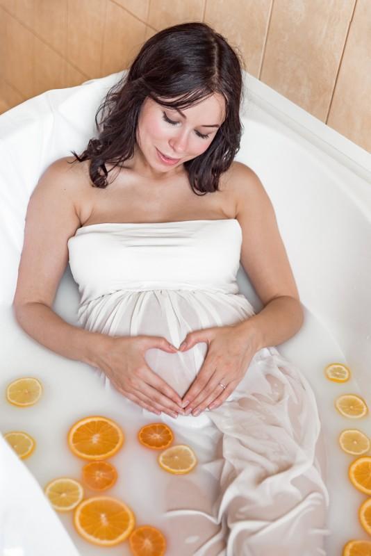 Piena Vanna Sievietei Spa Dāvana Foto Fotogrāfs Svētkos Grūtniecei