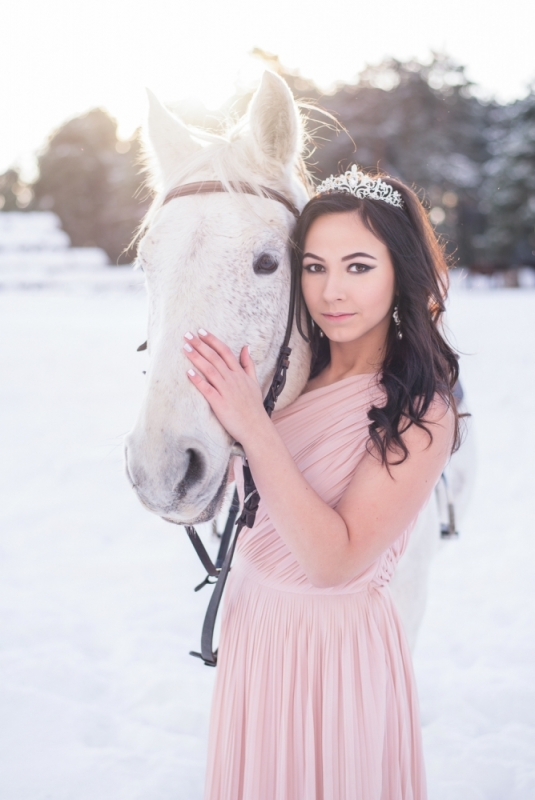 Ziema Sniegs Interesanta Ideja Fotosesijai Dāvanai Sievai Zirgiem Ziemassvētkos